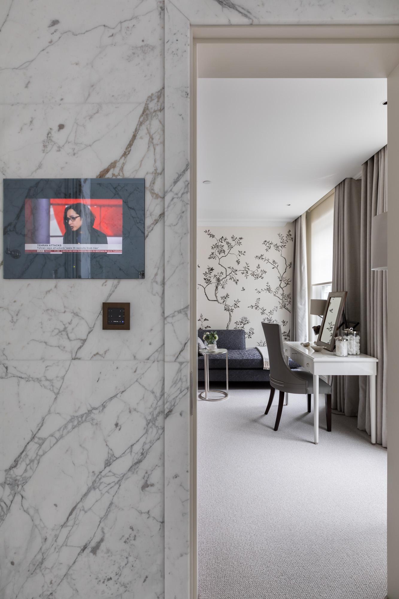 jonathan bond, interior photographer, hallway view of vanity desk, chelsea, london