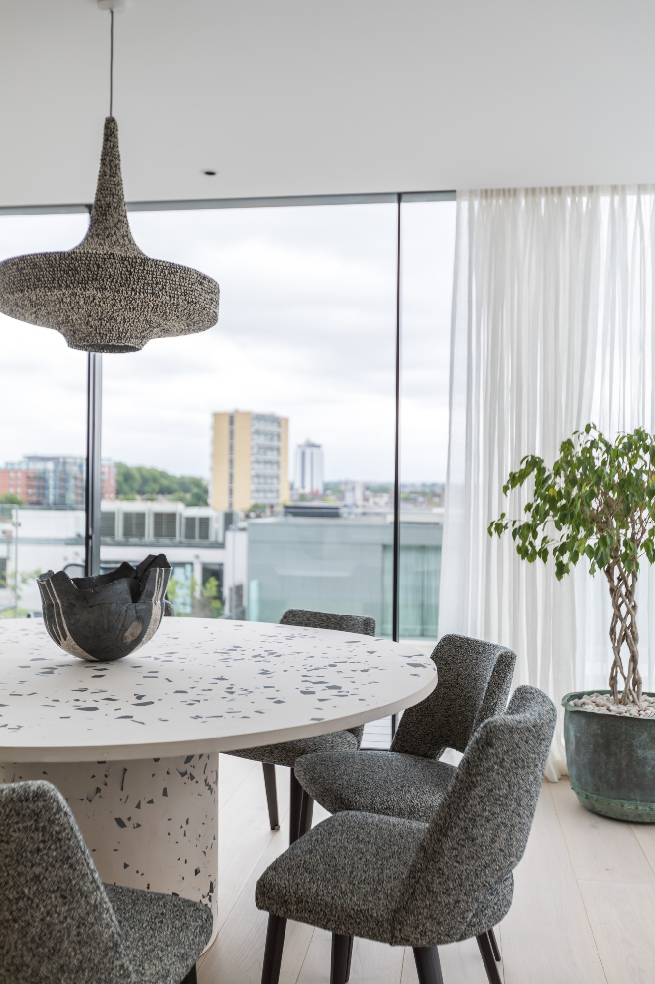 jonathan bond, interior photographer, round kitchen table view outside, battersea, london