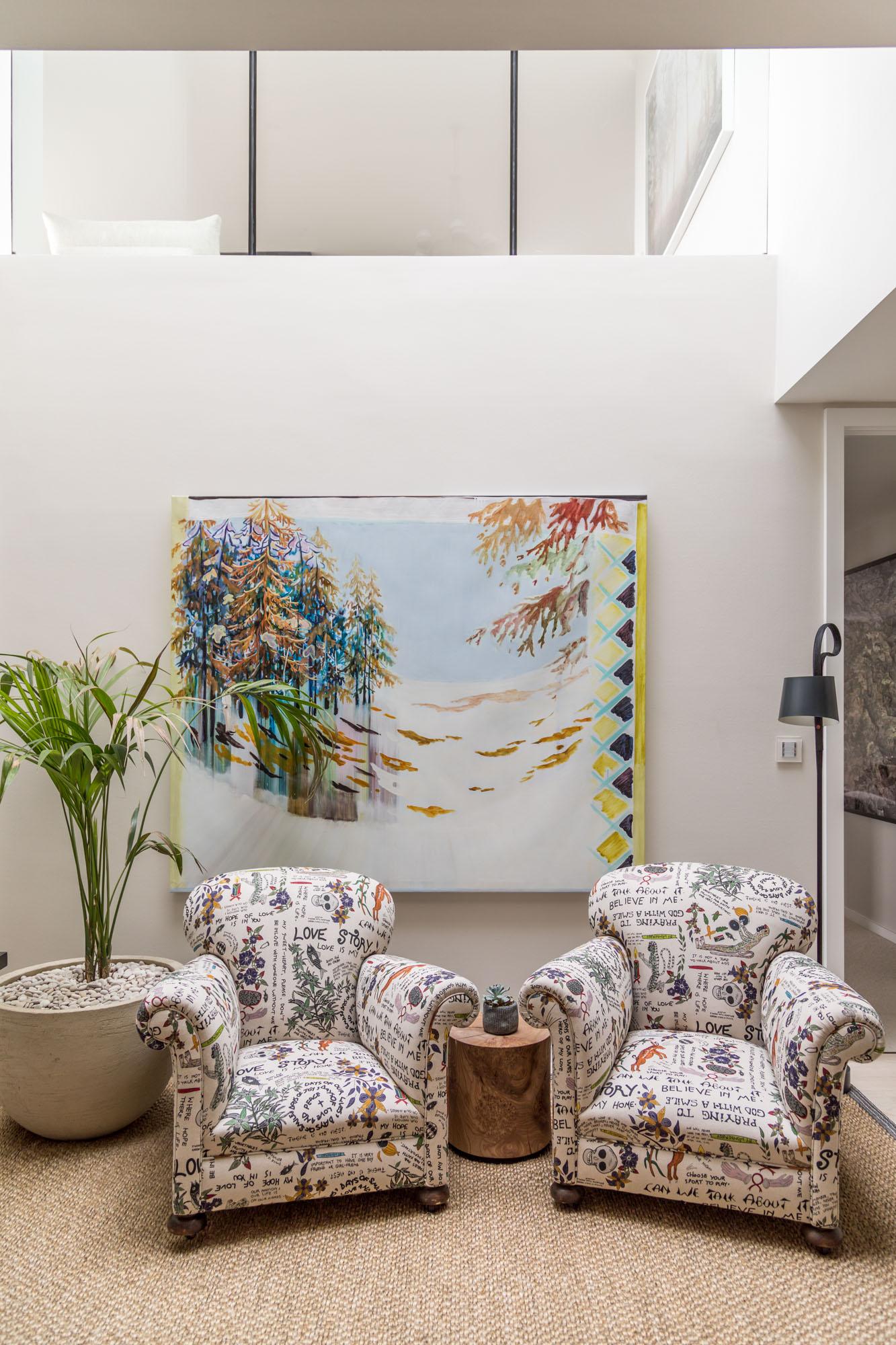 jonathan bond, interior photographer, 2 armchairs in living room, battersea, london