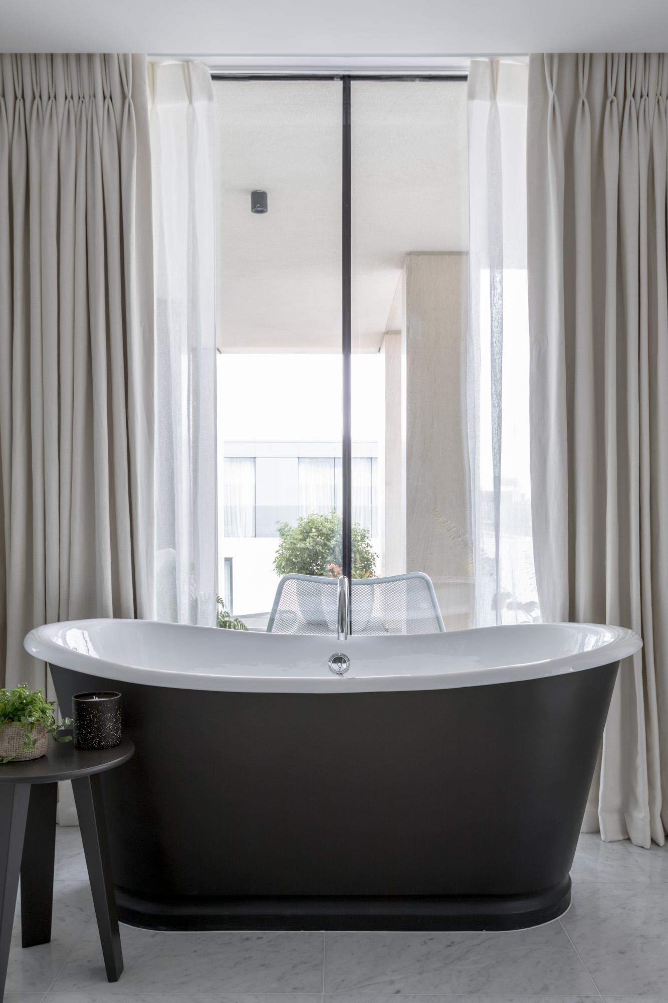 jonathan bond, interior photographer, black freestanding bath, battersea, london