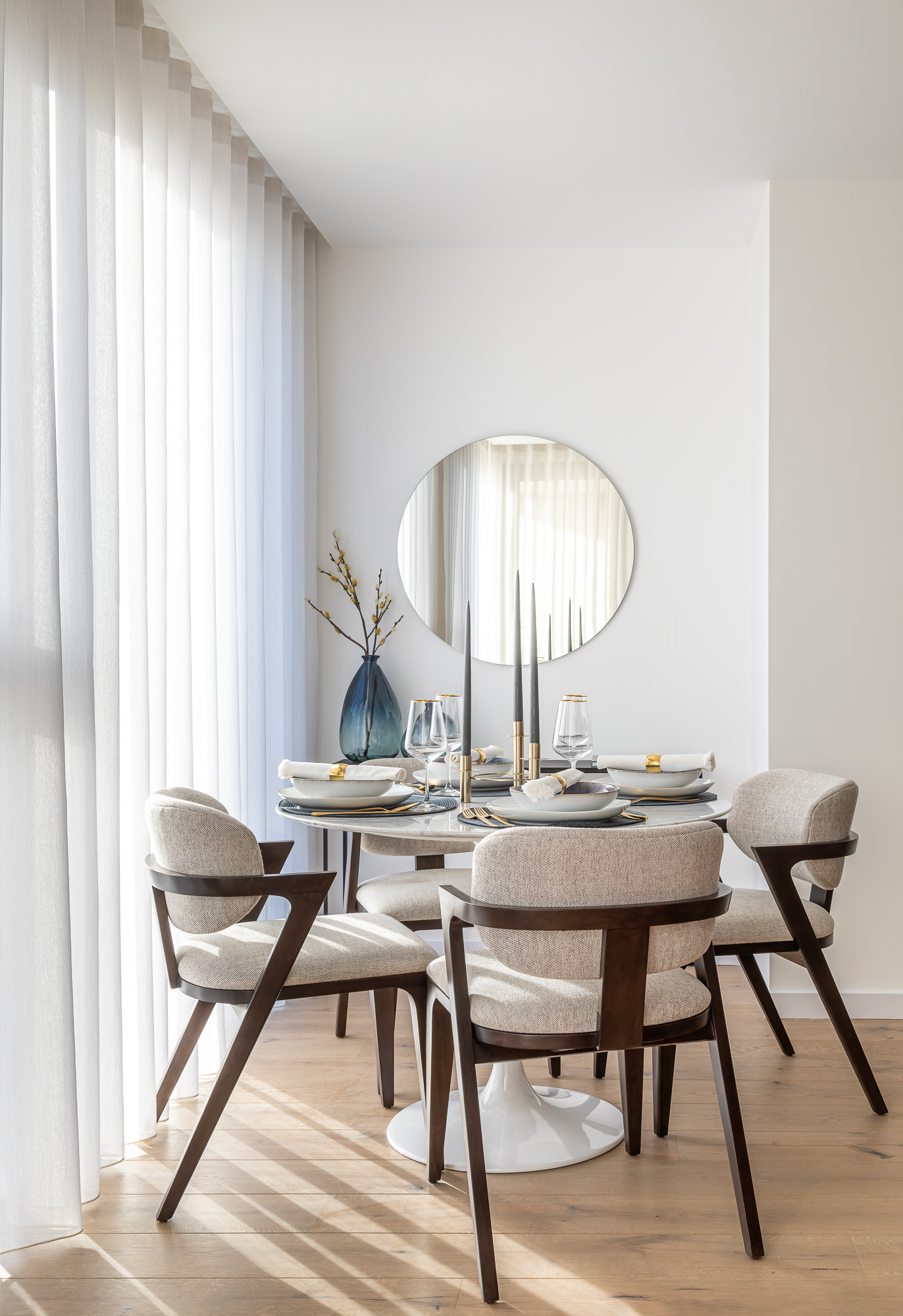 jonathan bond, interior photographer, dining room table & chairs, putney london
