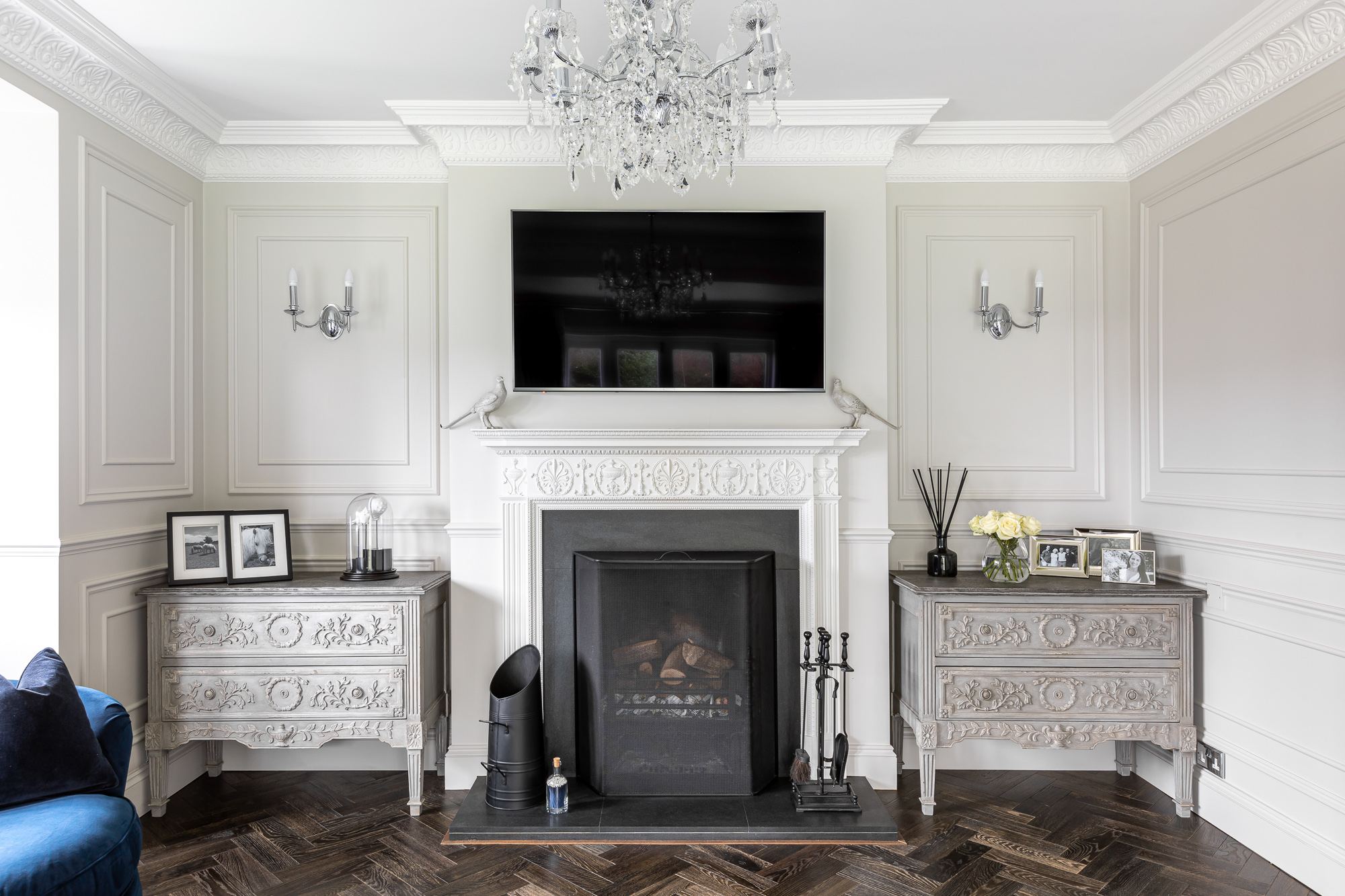 jonathan bond, interior photographer, ornate white fireplace, harlow