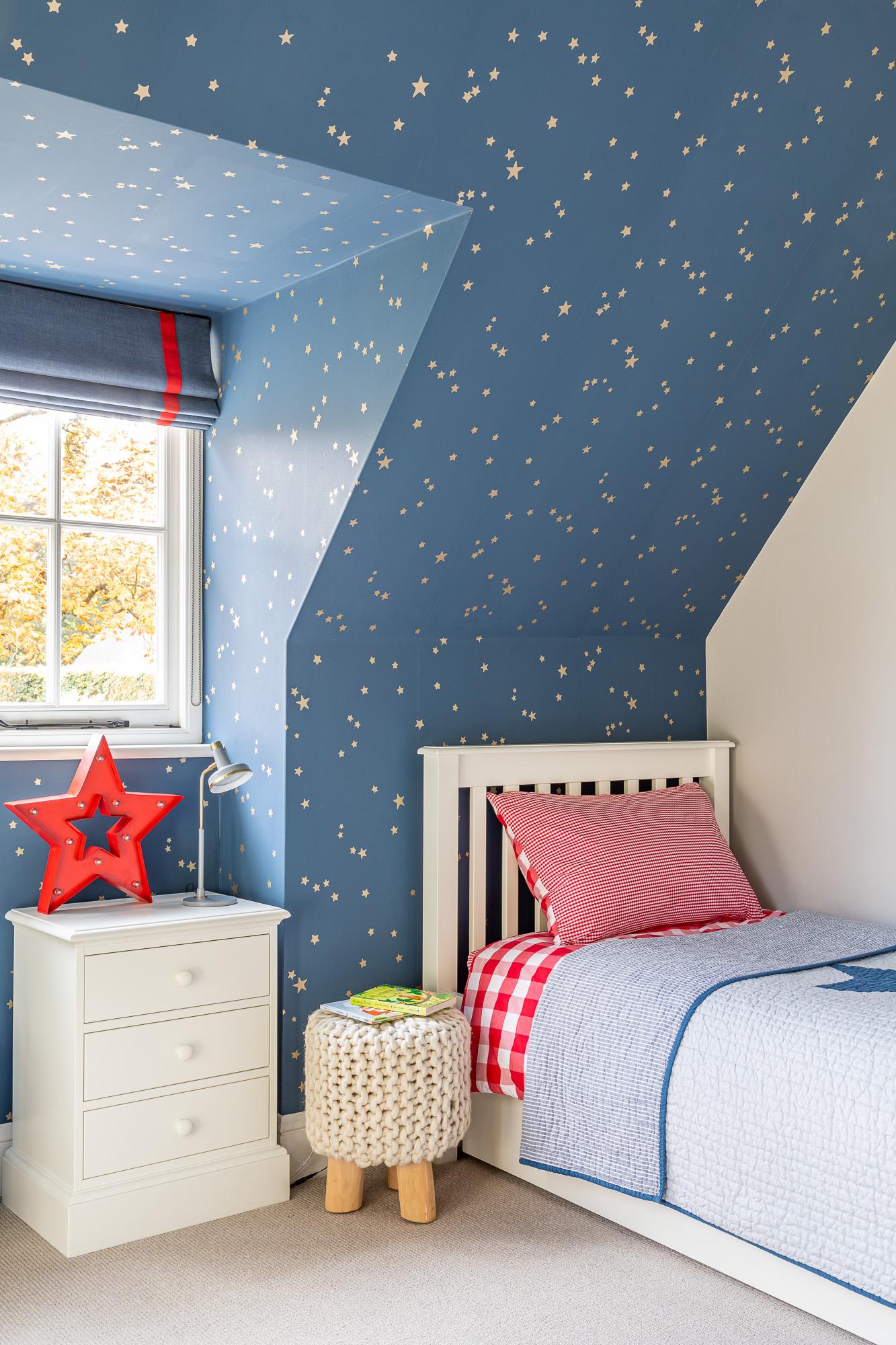 jonathan bond, interior photographer, single bed in childs bedroom, great missenden, buckinghamshire