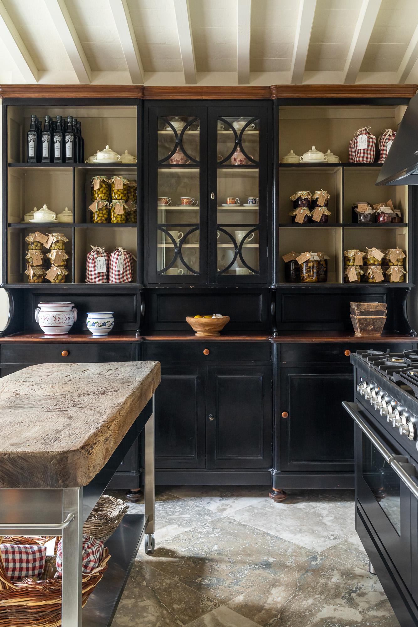 jonathan bond, interior photographer, kitchen sienna italy
