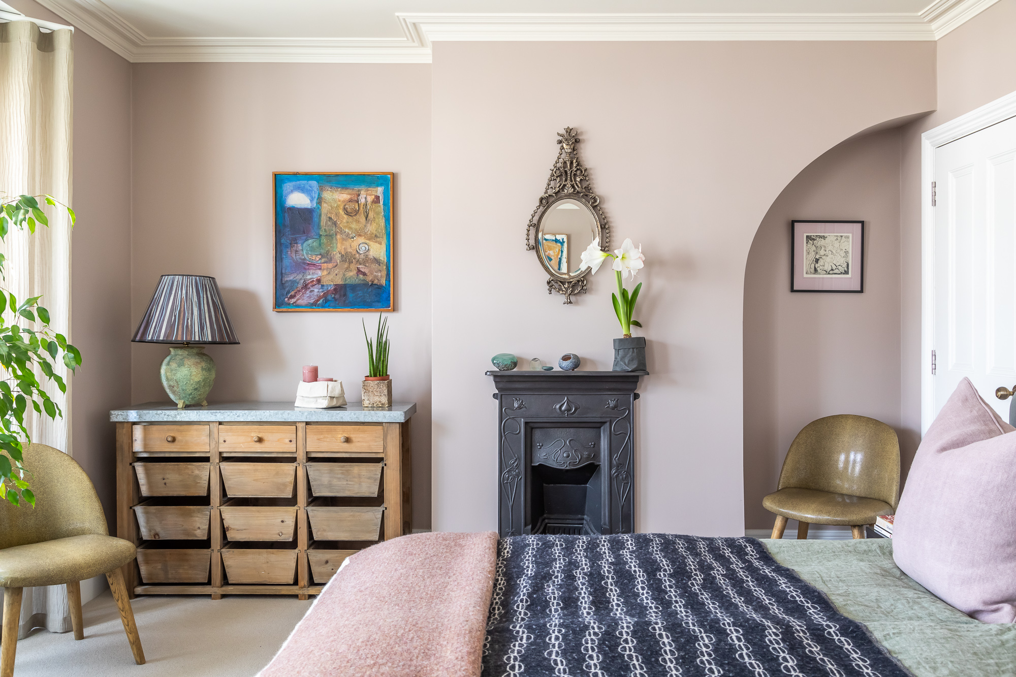 jonathan bond, mauve bedroom, mill road, cambridge